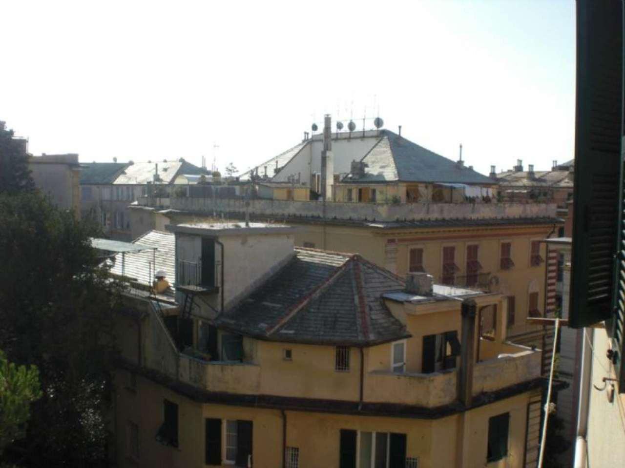 Bilocale Genova Via L.b. Albertis 1