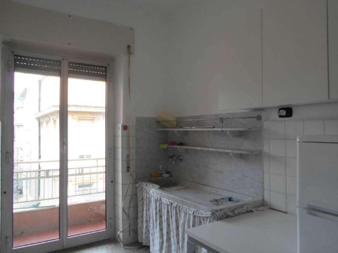 Bilocale Genova Via L.b. Albertis 8