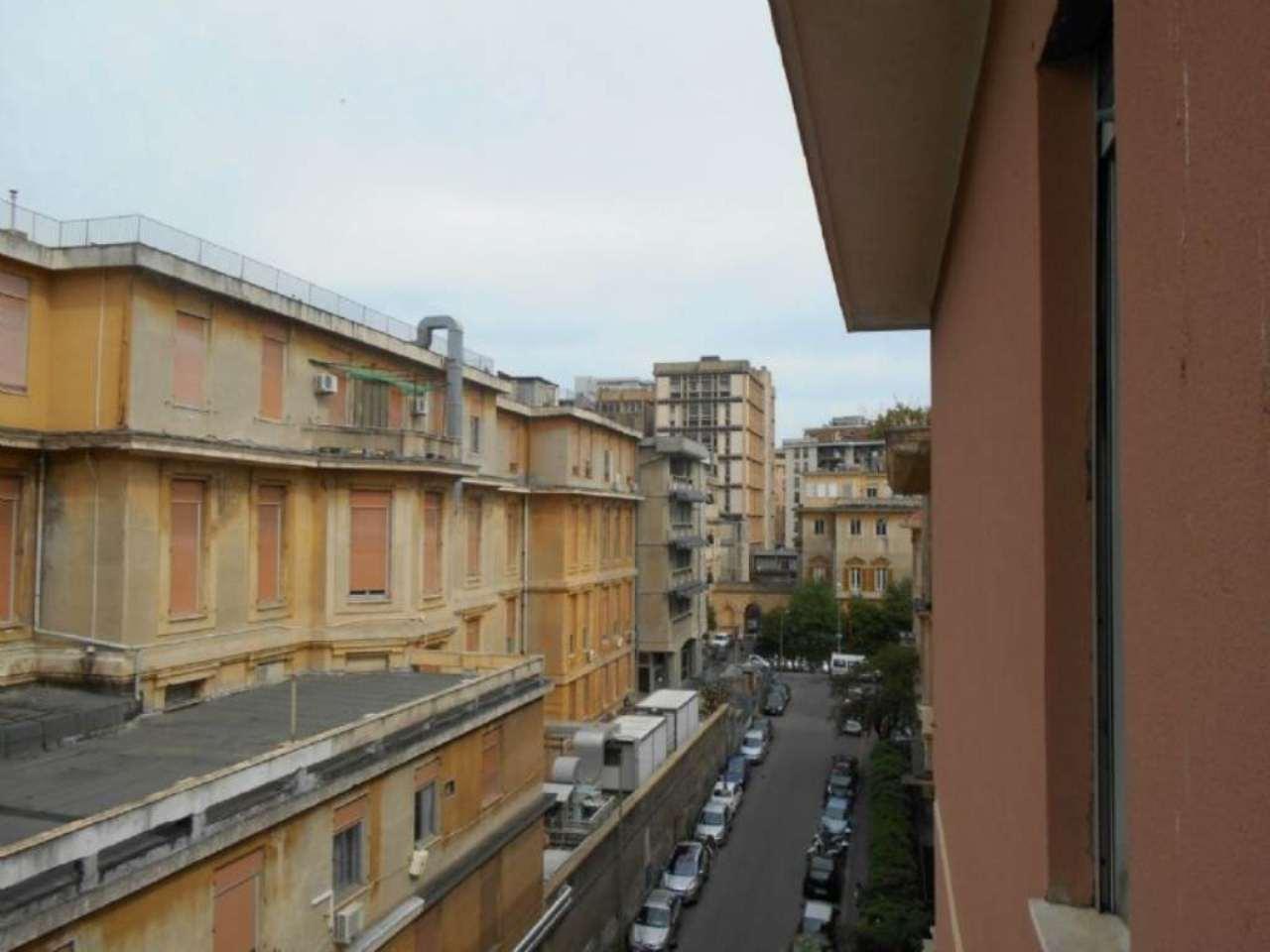 Bilocale Genova Via L.b. Albertis 10