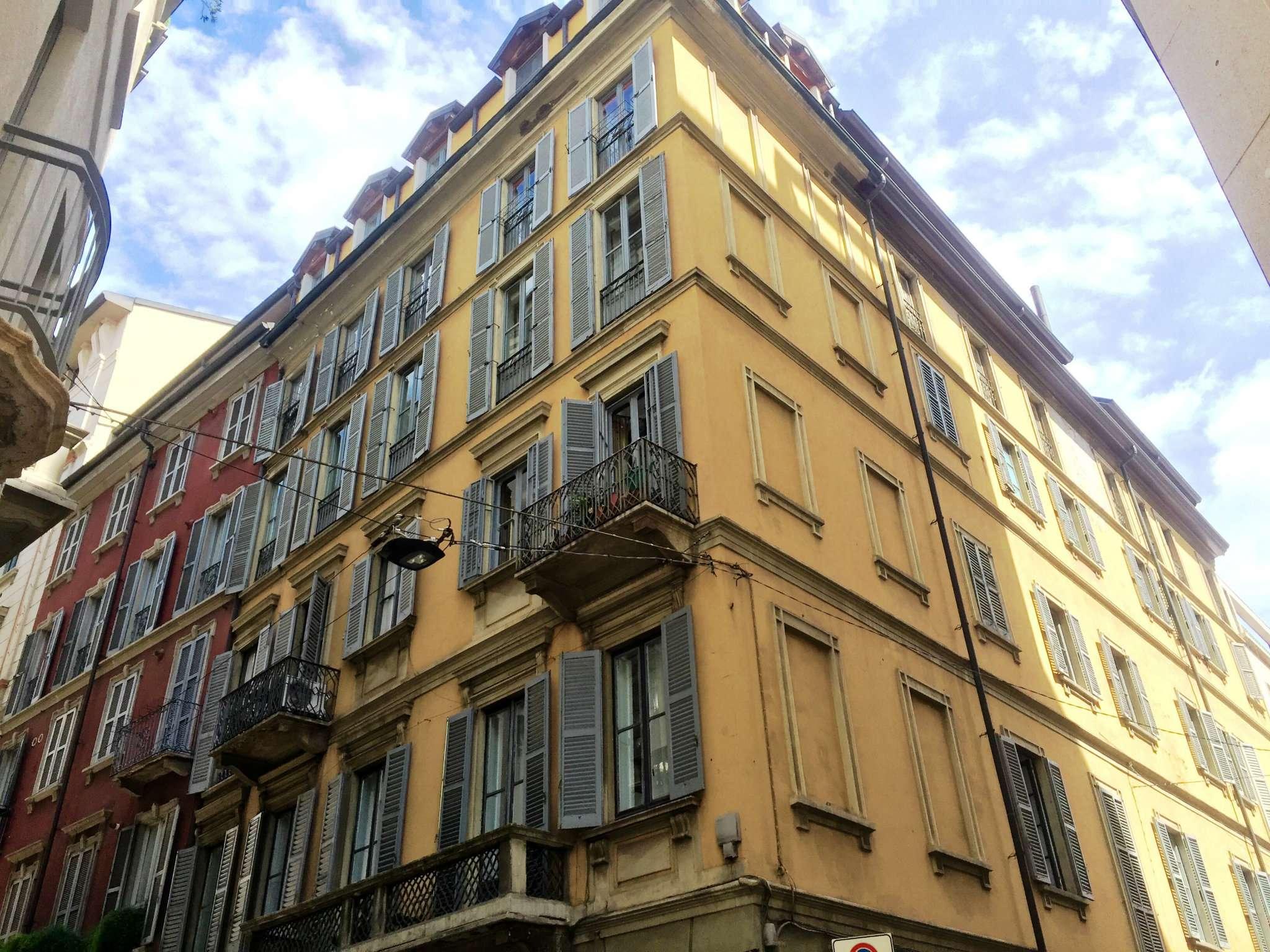 Bilocale Milano Via Lupetta 2