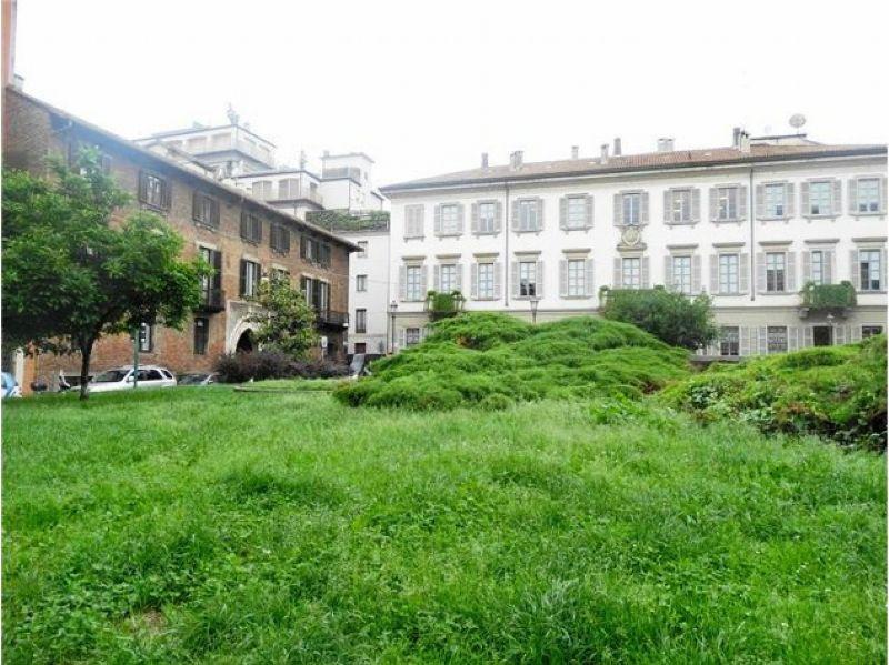 Bilocale Milano Piazza Borromeo 4