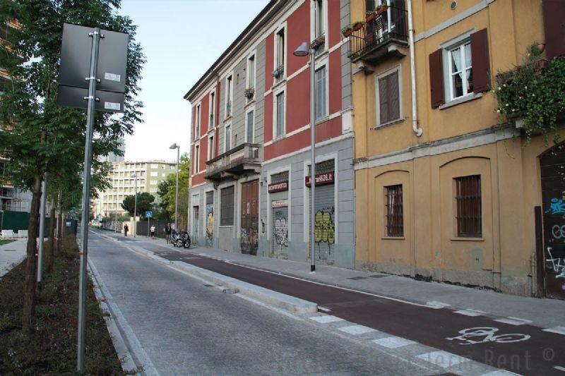 Bilocale Milano Via Gaetano De Castilla 3