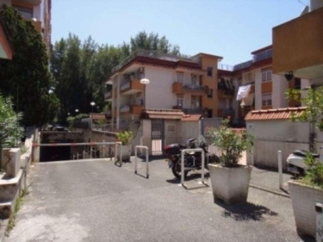 Bilocale Napoli Via Nuova San Rocco 3