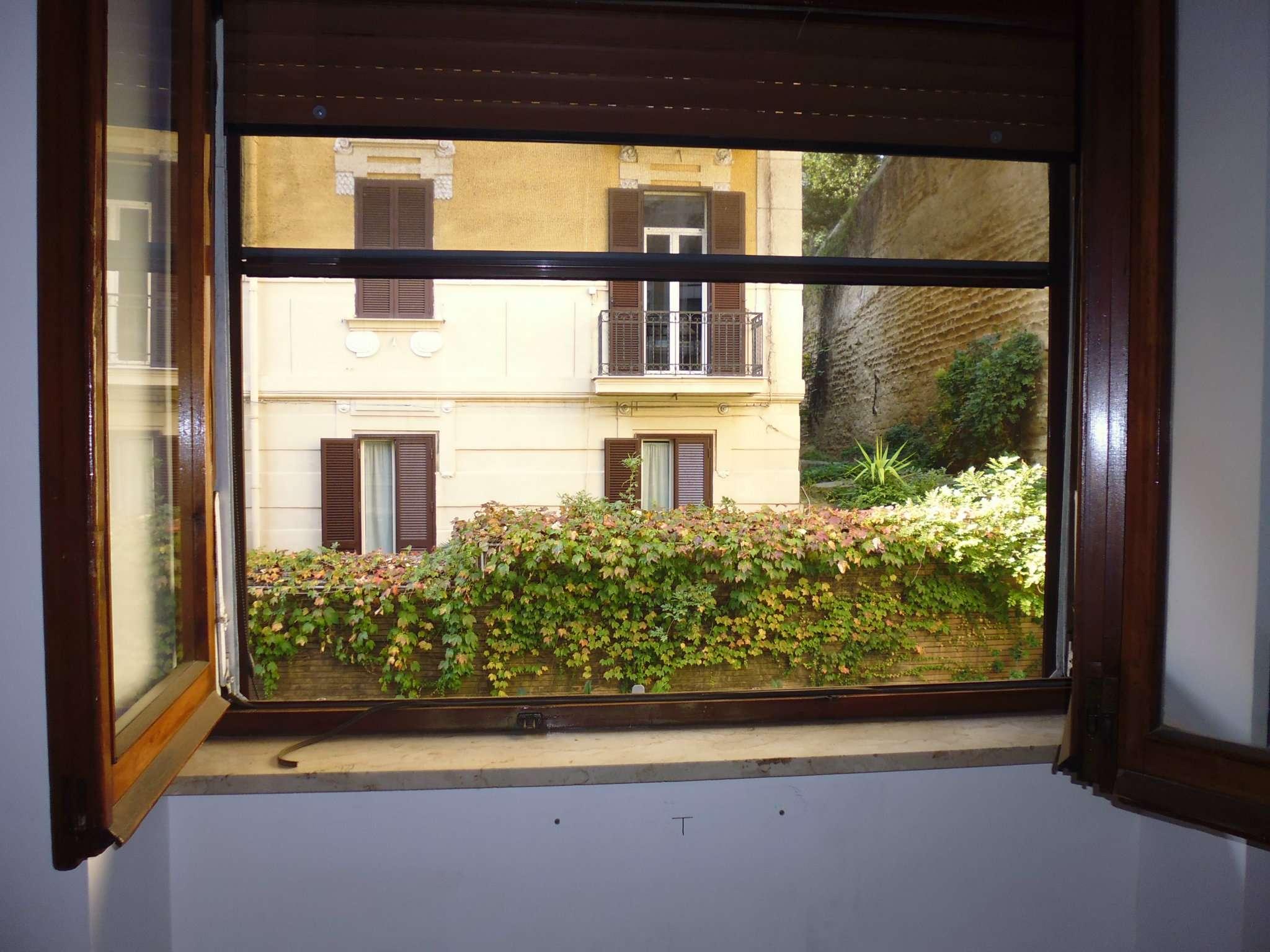 Bilocale Napoli Via Andrea D'isernia 5