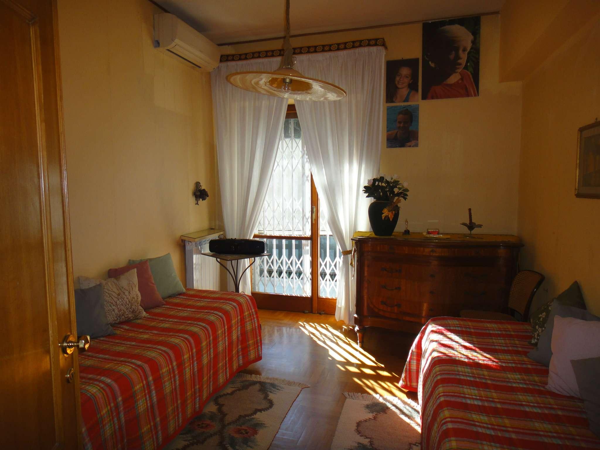 Bilocale Napoli Via Petrarca 7