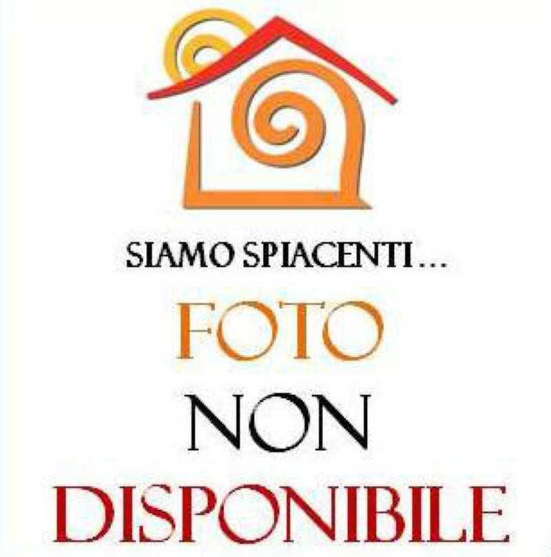 Bilocale Napoli Via Petrarca 13