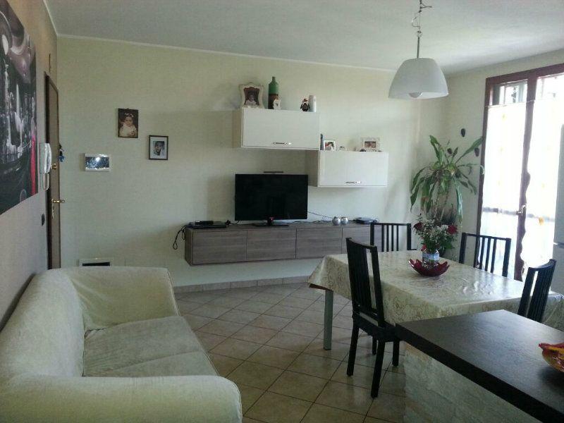 Appartamento in vendita a Cadelbosco di Sopra, 3 locali, prezzo € 120.000 | Cambio Casa.it