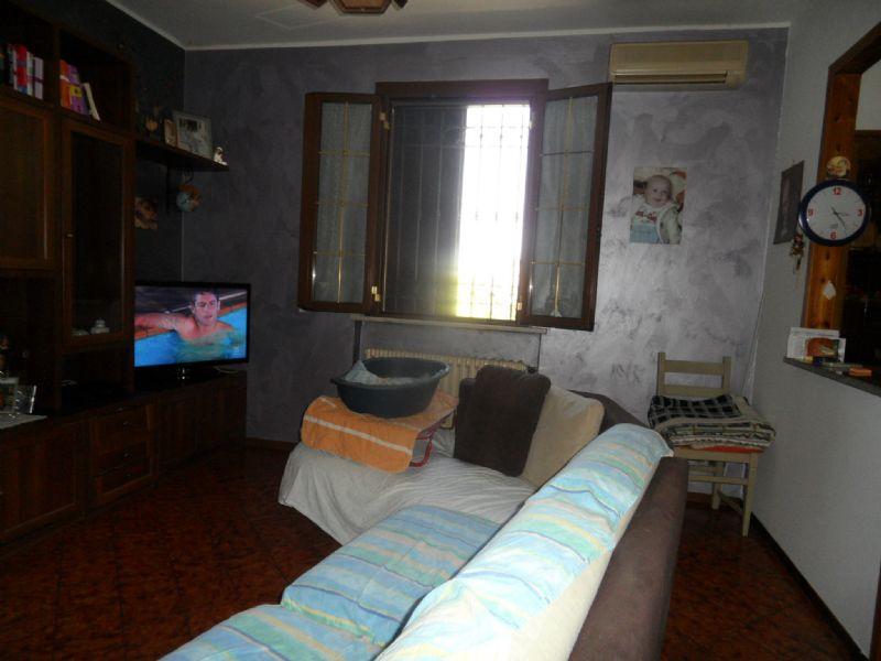 Soluzione Indipendente in vendita a Novellara, 6 locali, prezzo € 280.000   Cambio Casa.it