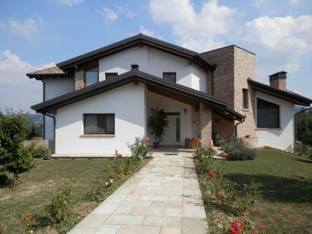 Villa Tri-Quadrifamiliare in Vendita a Casina