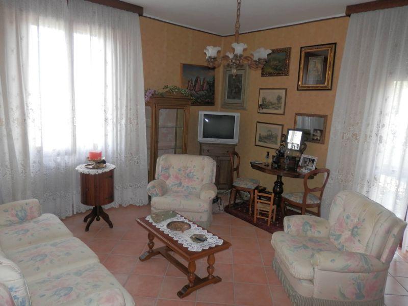 Appartamento in affitto a Castelnovo ne' Monti, 5 locali, prezzo € 600 | Cambio Casa.it