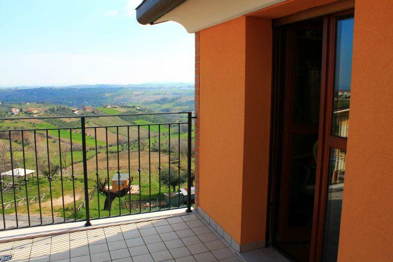 Appartamento in vendita a Montescudo, 4 locali, prezzo € 350.000 | Cambio Casa.it