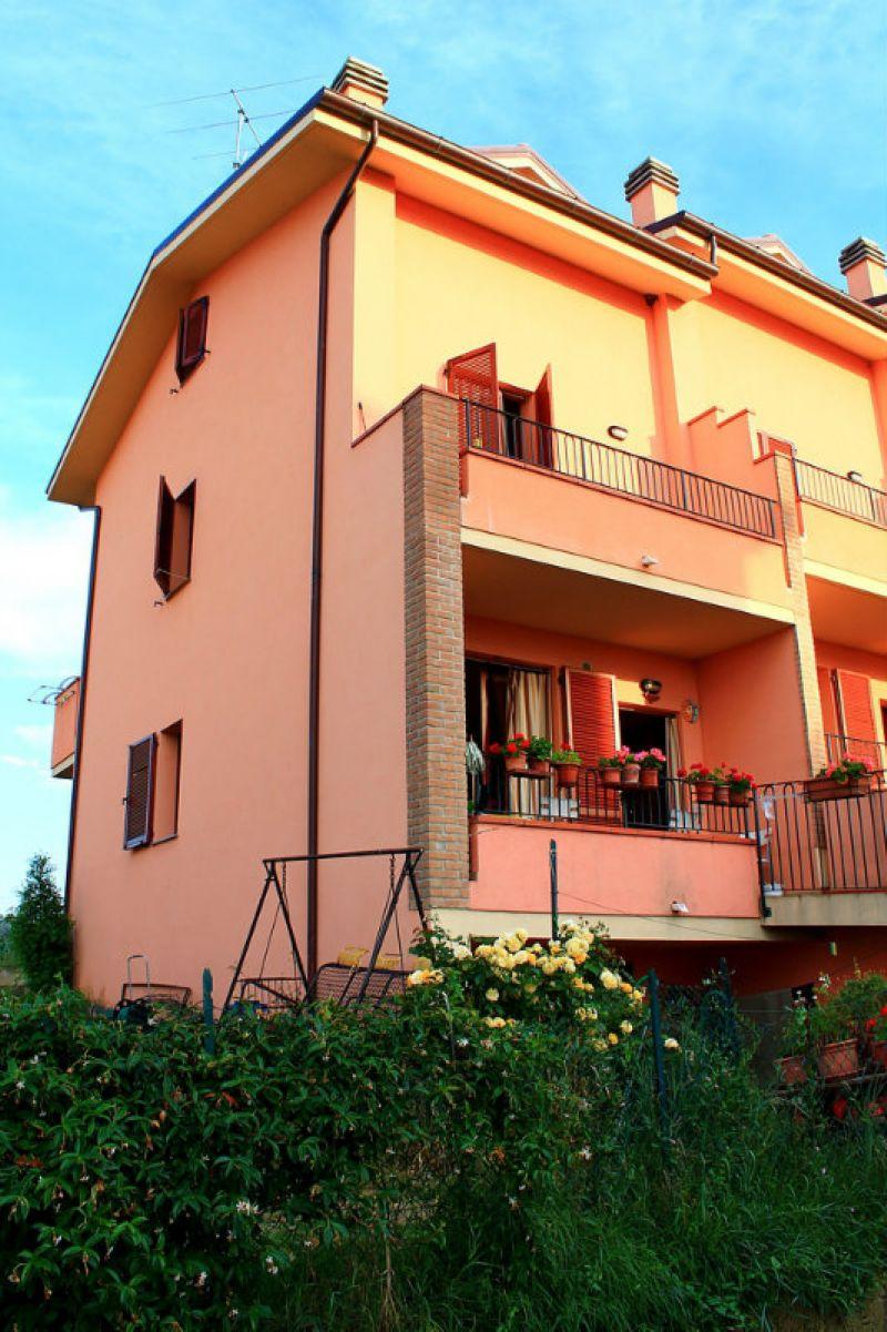 Palazzo / Stabile in vendita a Monte Colombo, 4 locali, prezzo € 170.000 | Cambio Casa.it