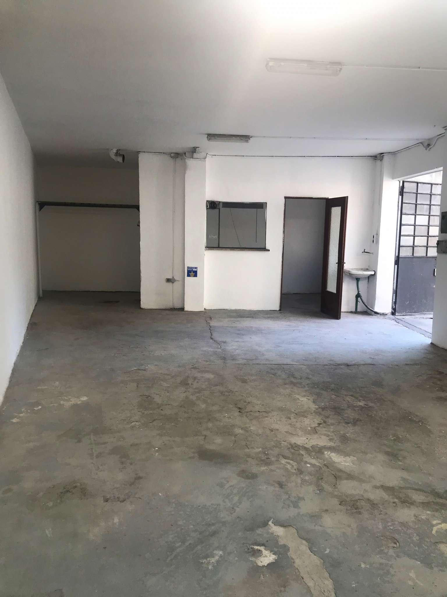 Magazzino/Laboratorio in affitto Zona Parella, Pozzo Strada - via VIA LA THUILE 7 Torino