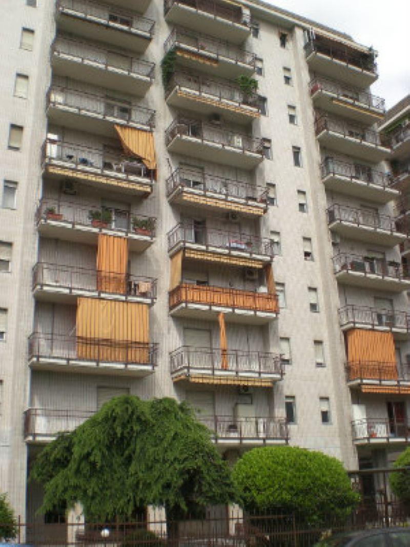 Bilocale Torino Via Fattori 1