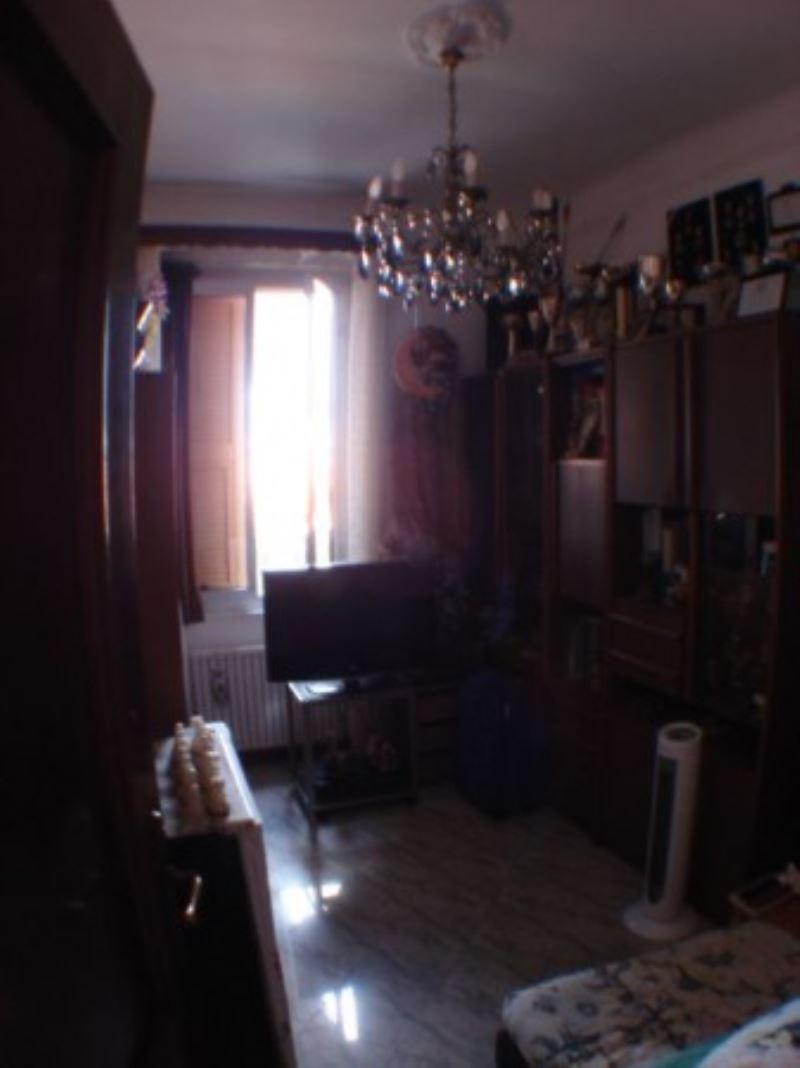 Bilocale Genova Via Cabella 5