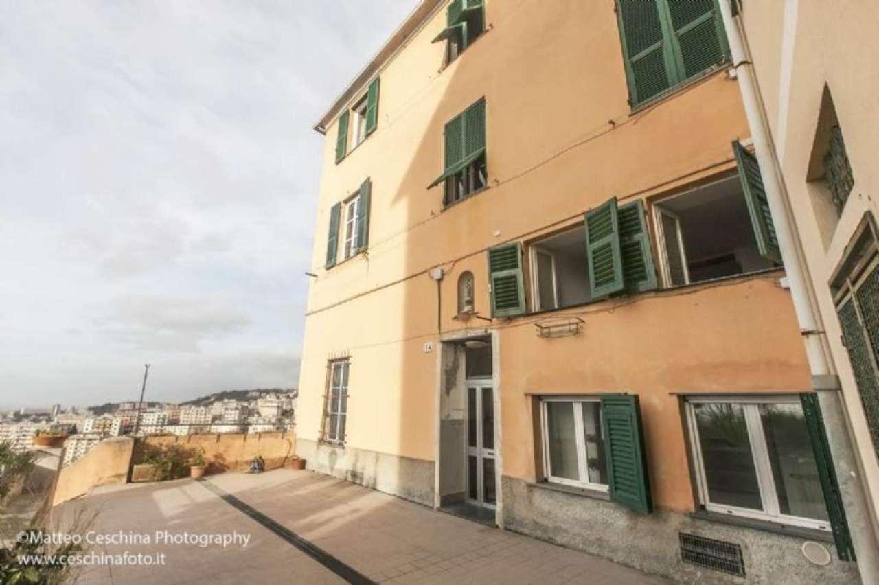 Bilocale Genova Via Preve 11