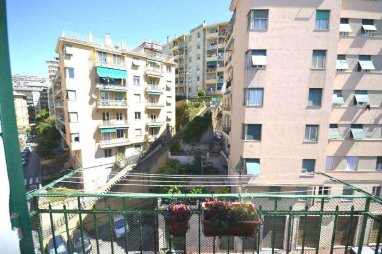 Bilocale Genova Via Bozzano 12