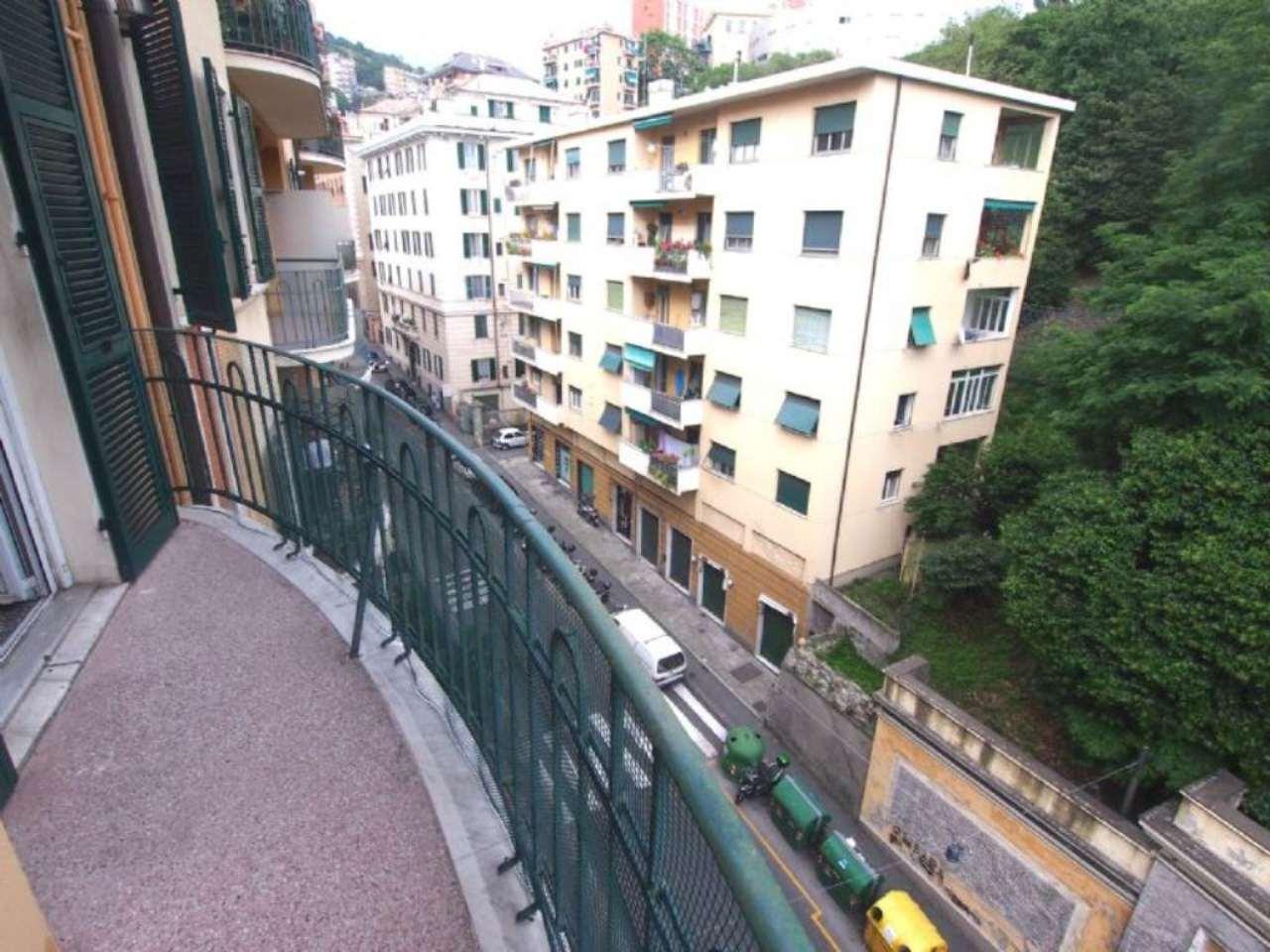 Bilocale Genova Via Donghi 6