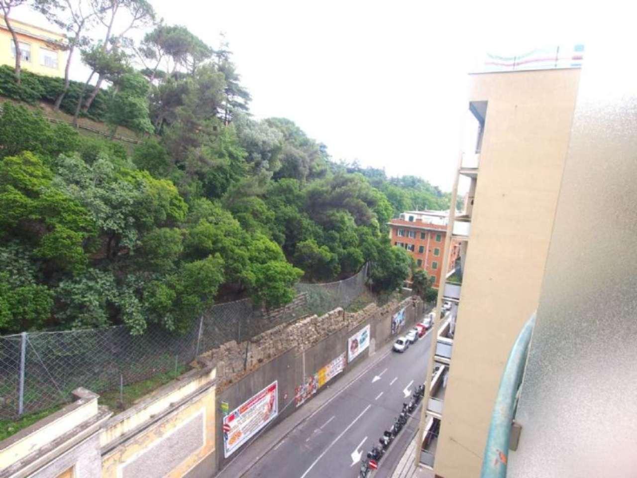 Bilocale Genova Via Donghi 9