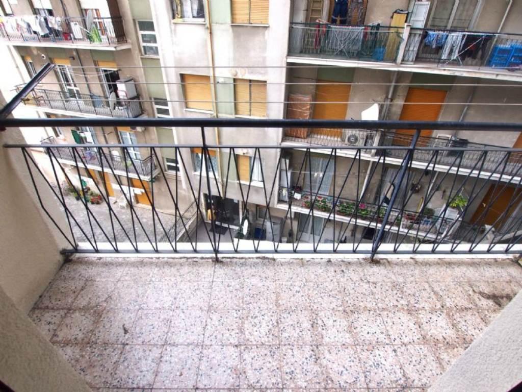 Bilocale Genova Via Gaulli 1