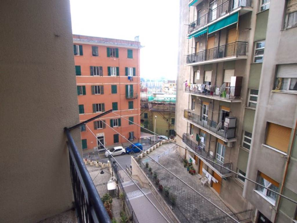 Bilocale Genova Via Gaulli 3