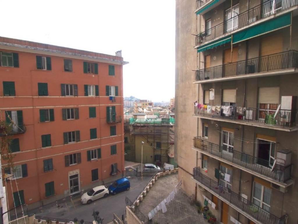 Bilocale Genova Via Gaulli 4