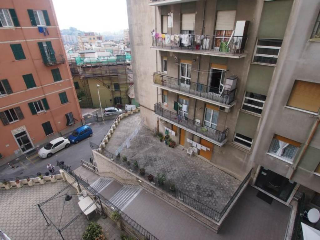 Bilocale Genova Via Gaulli 5