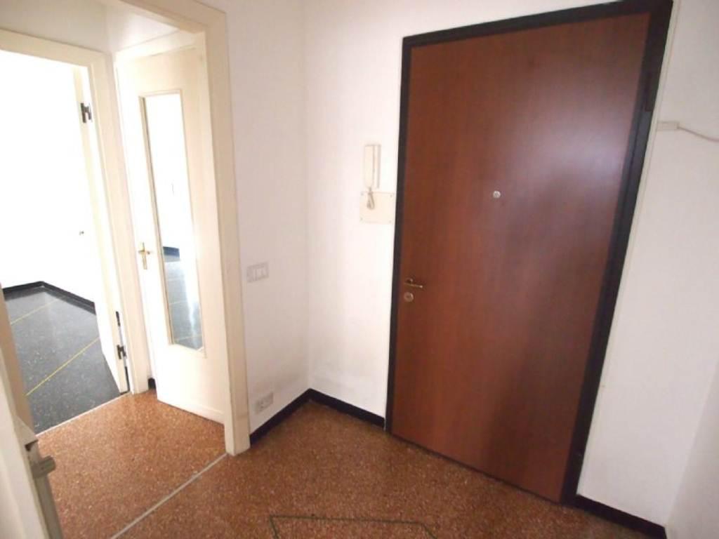 Bilocale Genova Via Gaulli 7
