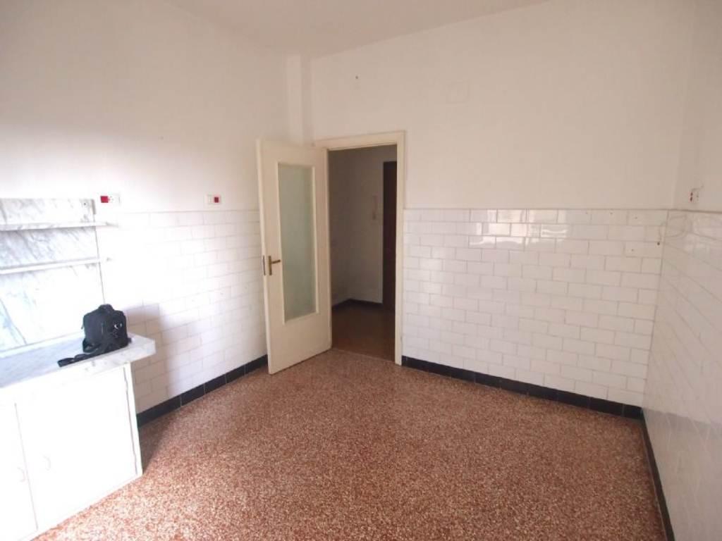 Bilocale Genova Via Gaulli 9