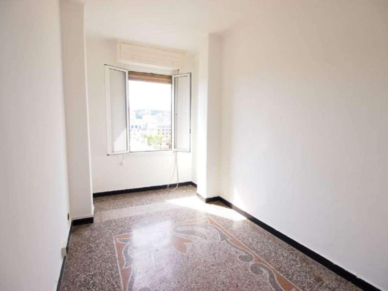 Bilocale Genova Via Novaro 5