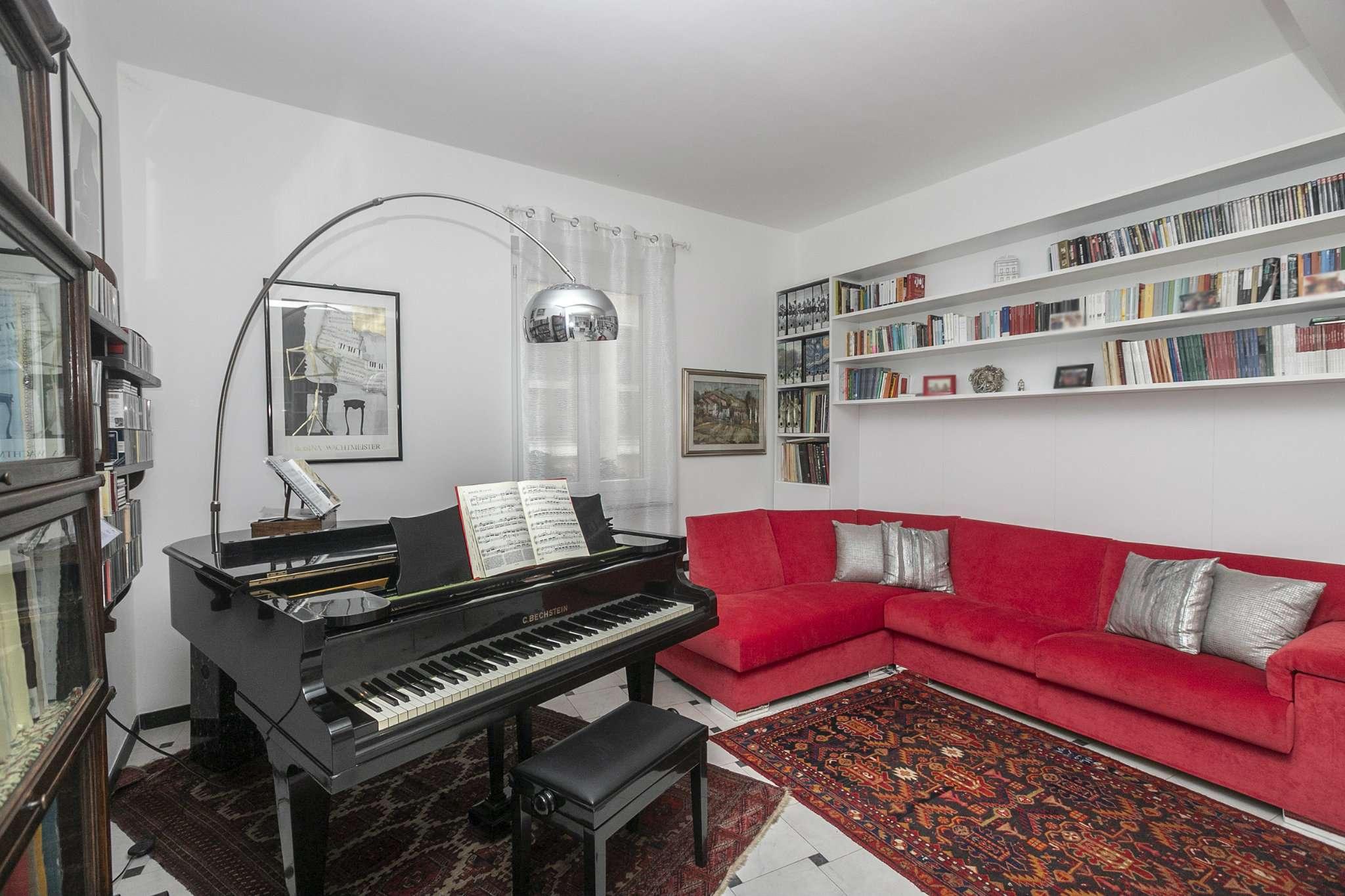 Foto 1 di Appartamento Via David Chiossone, Genova (zona Centro città)