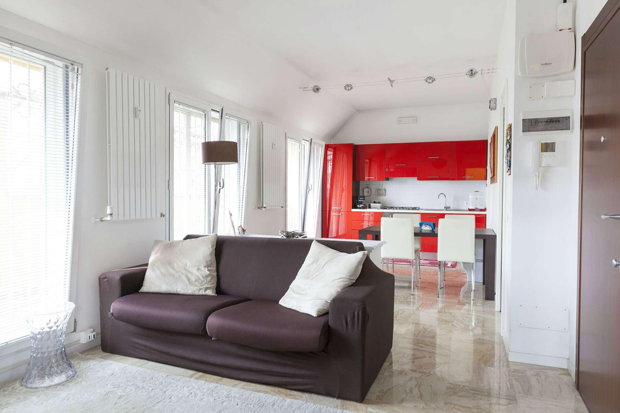 Appartamento in Vendita a Milano 25 Cassala / Famagosta / Lorenteggio / Barona: 2 locali, 80 mq