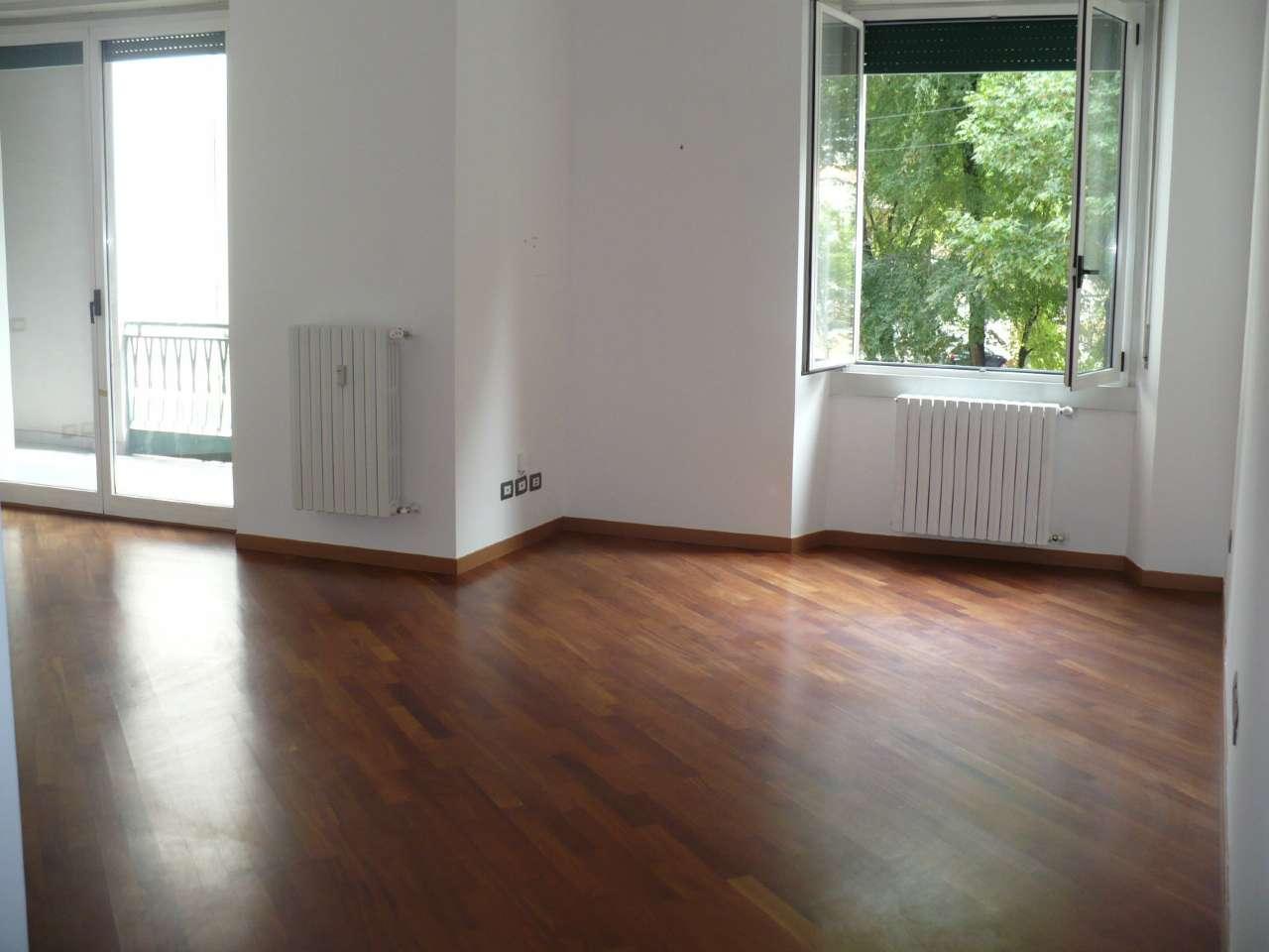 Appartamento in Vendita a Milano via conca del naviglio