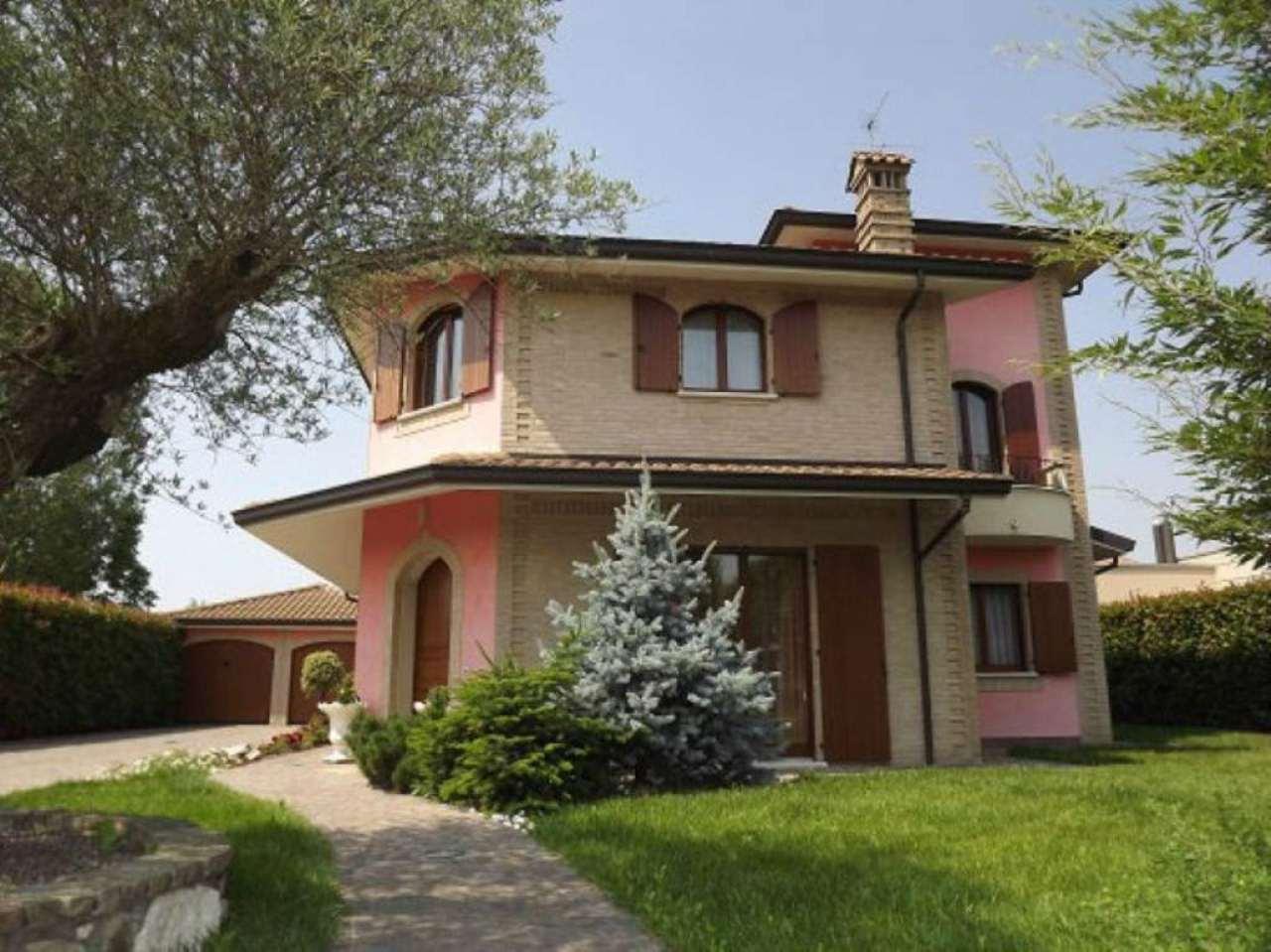 Villa in vendita a Misano di Gera d'Adda, 5 locali, prezzo € 490.000 | CambioCasa.it