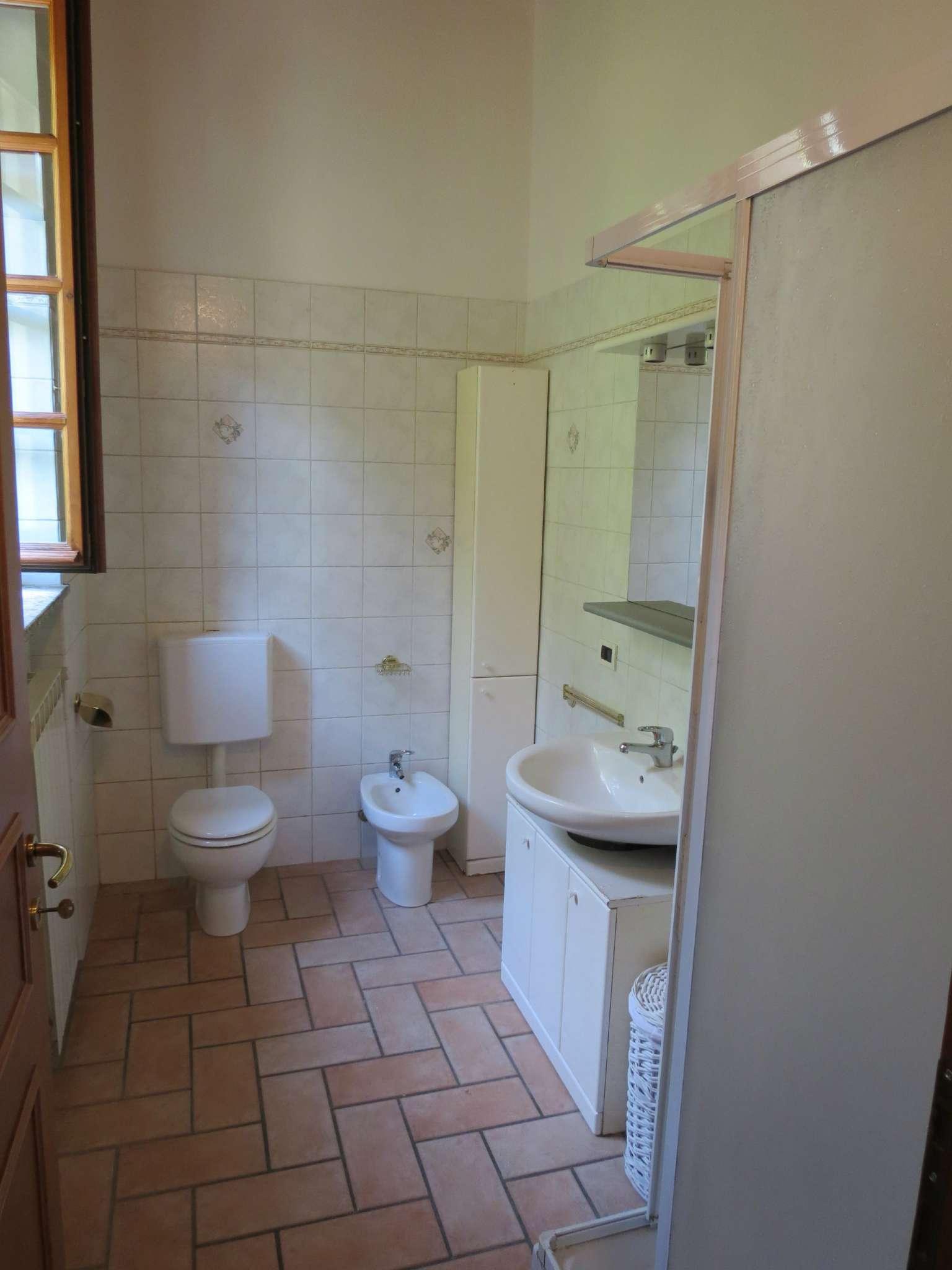 Bilocale Como Via Castel Baradello 12