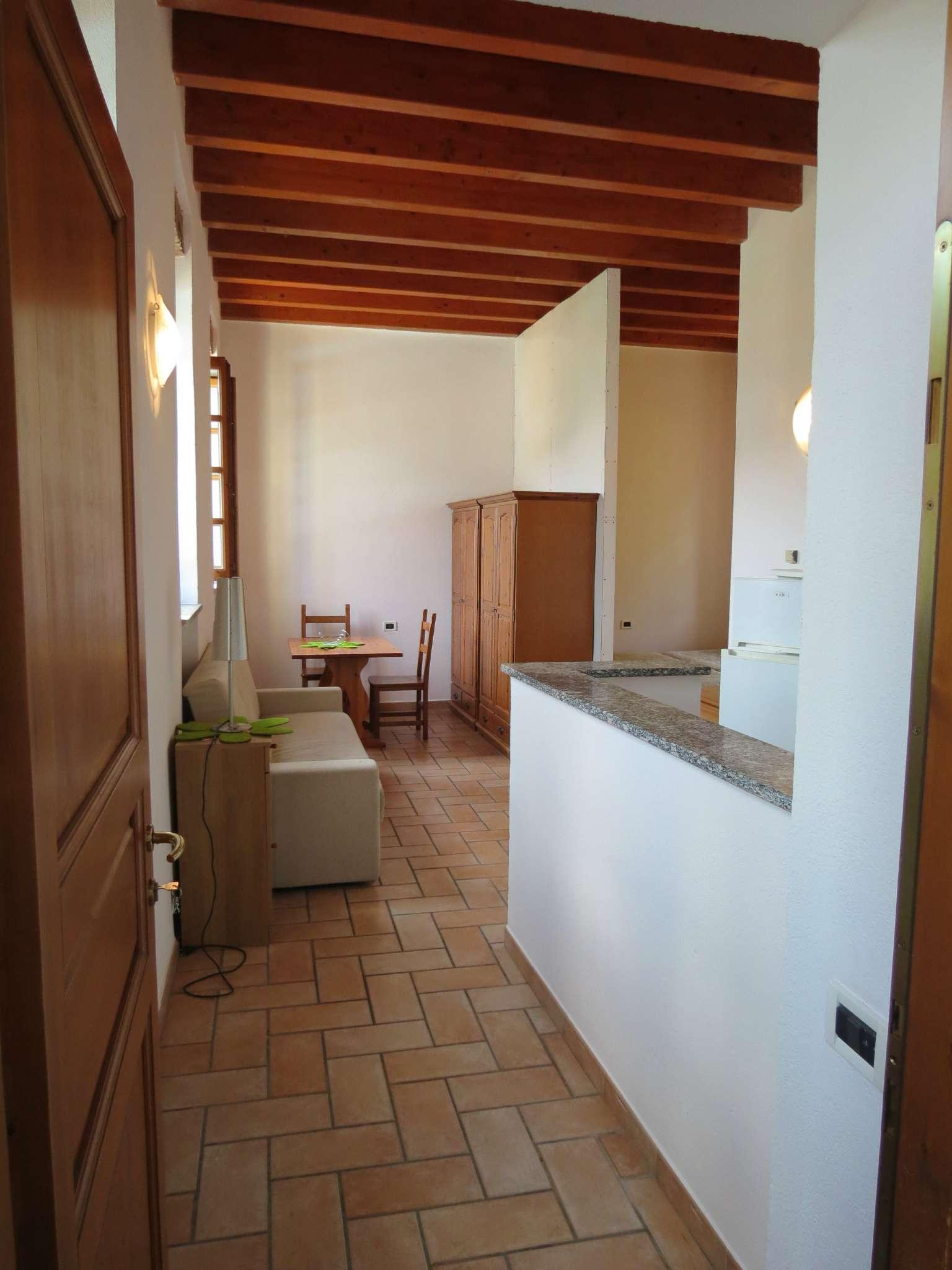 Bilocale Como Via Castel Baradello 3