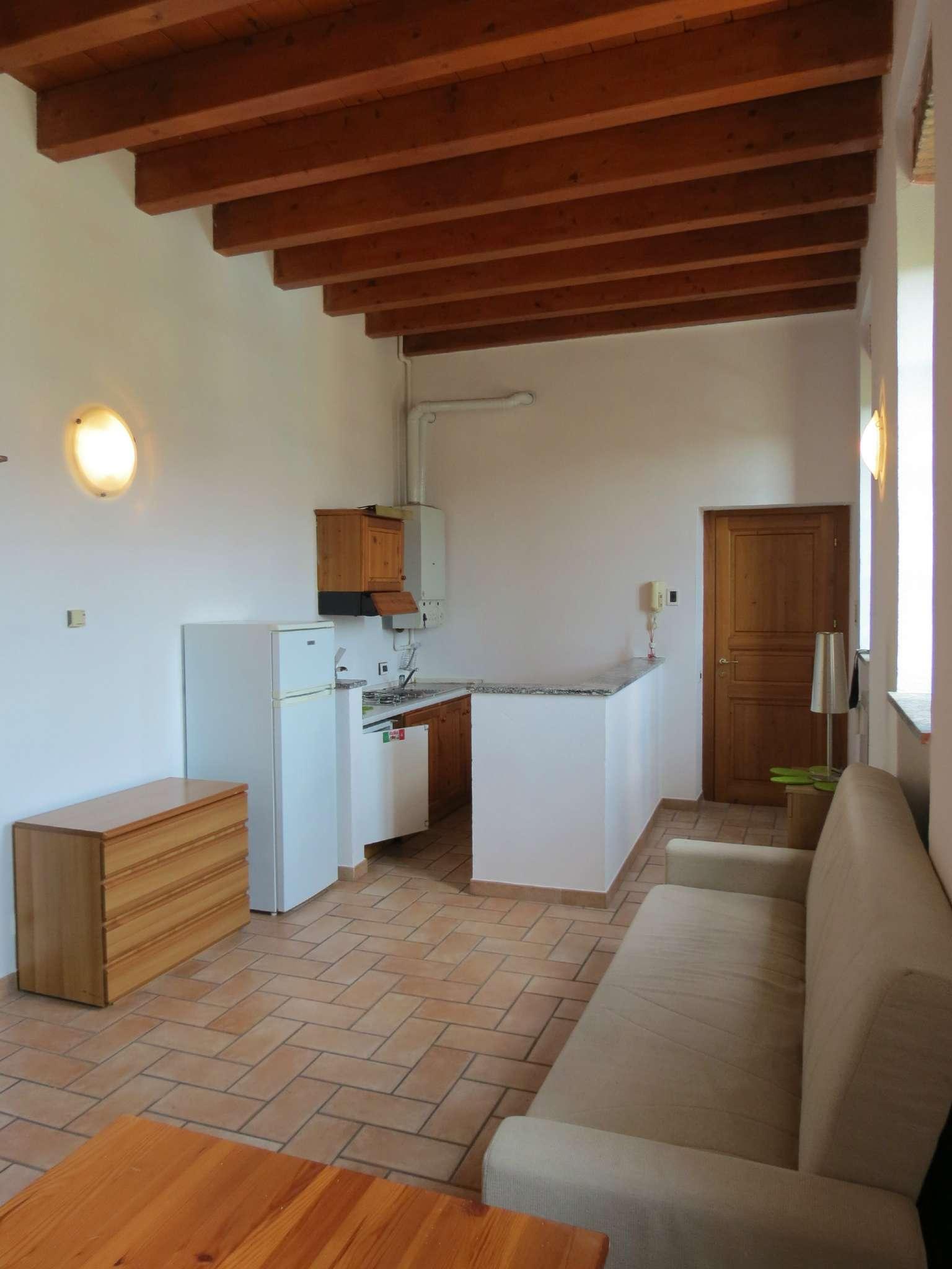 Bilocale Como Via Castel Baradello 6