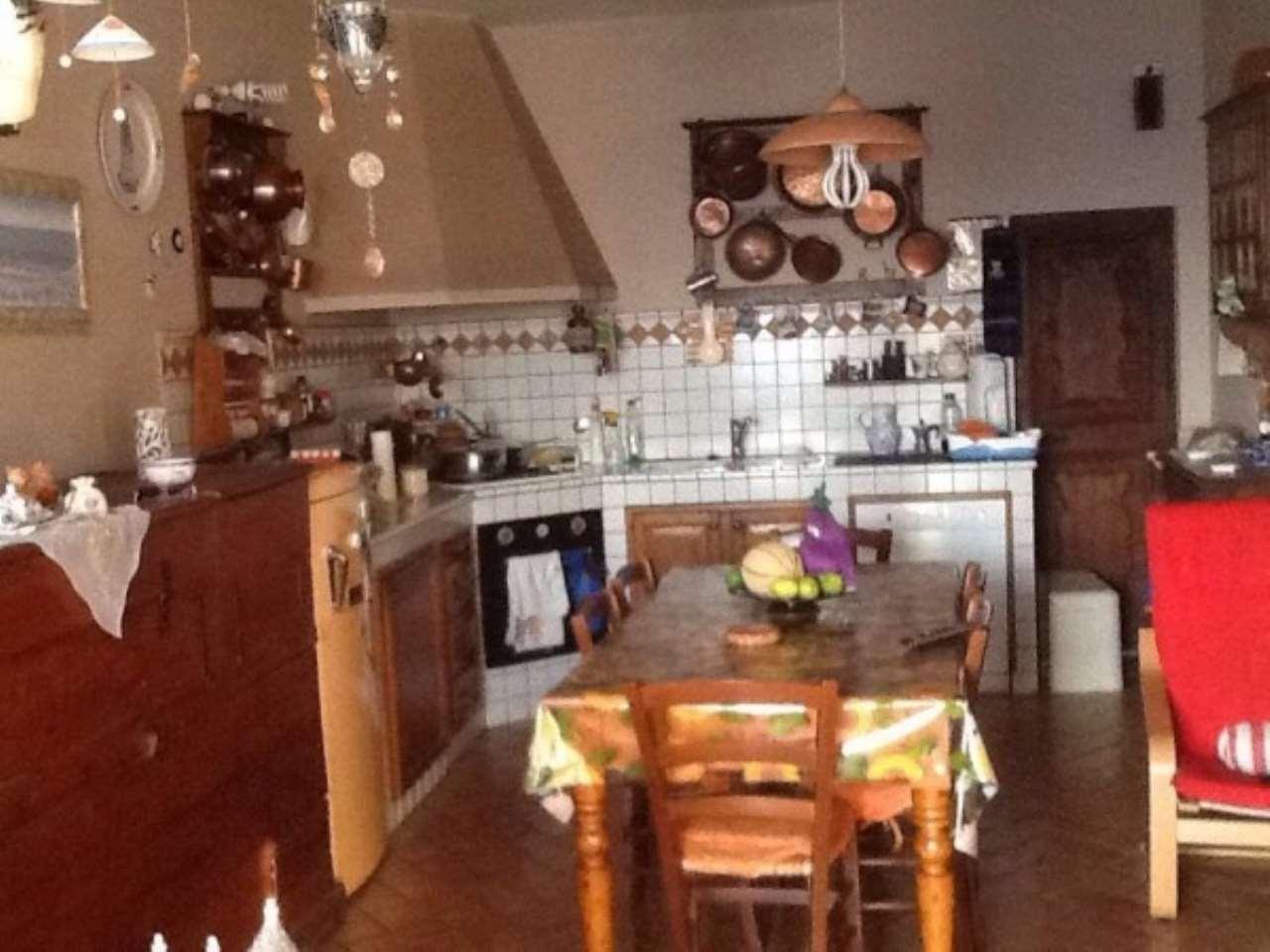 Villa in vendita a Reggello, 6 locali, prezzo € 390.000 | Cambio Casa.it