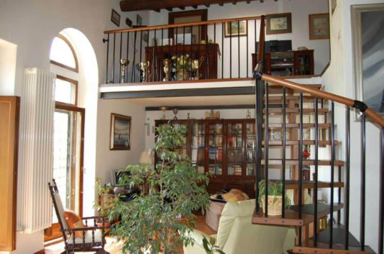 Villa in vendita a Pontassieve, 5 locali, prezzo € 380.000 | Cambio Casa.it