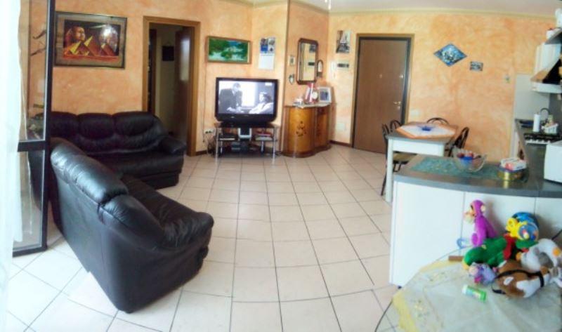 Appartamento in vendita a Chiari, 3 locali, prezzo € 110.000   Cambiocasa.it