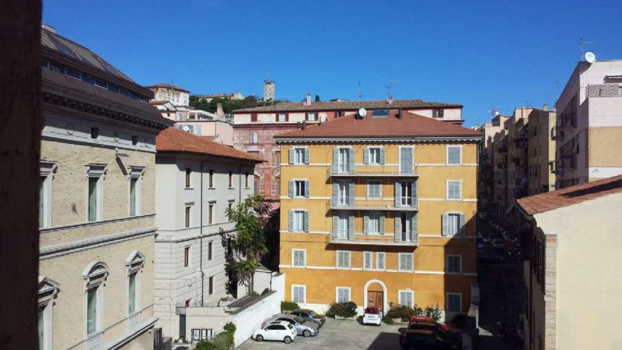Ufficio / Studio in vendita a Ancona, 10 locali, prezzo € 415.200 | Cambio Casa.it