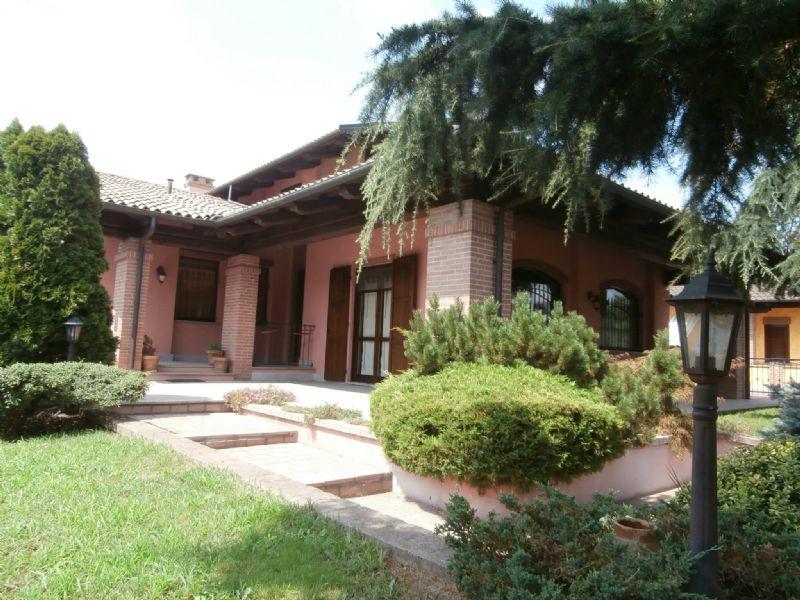 Villa in vendita a Poirino, 12 locali, prezzo € 365.000 | CambioCasa.it