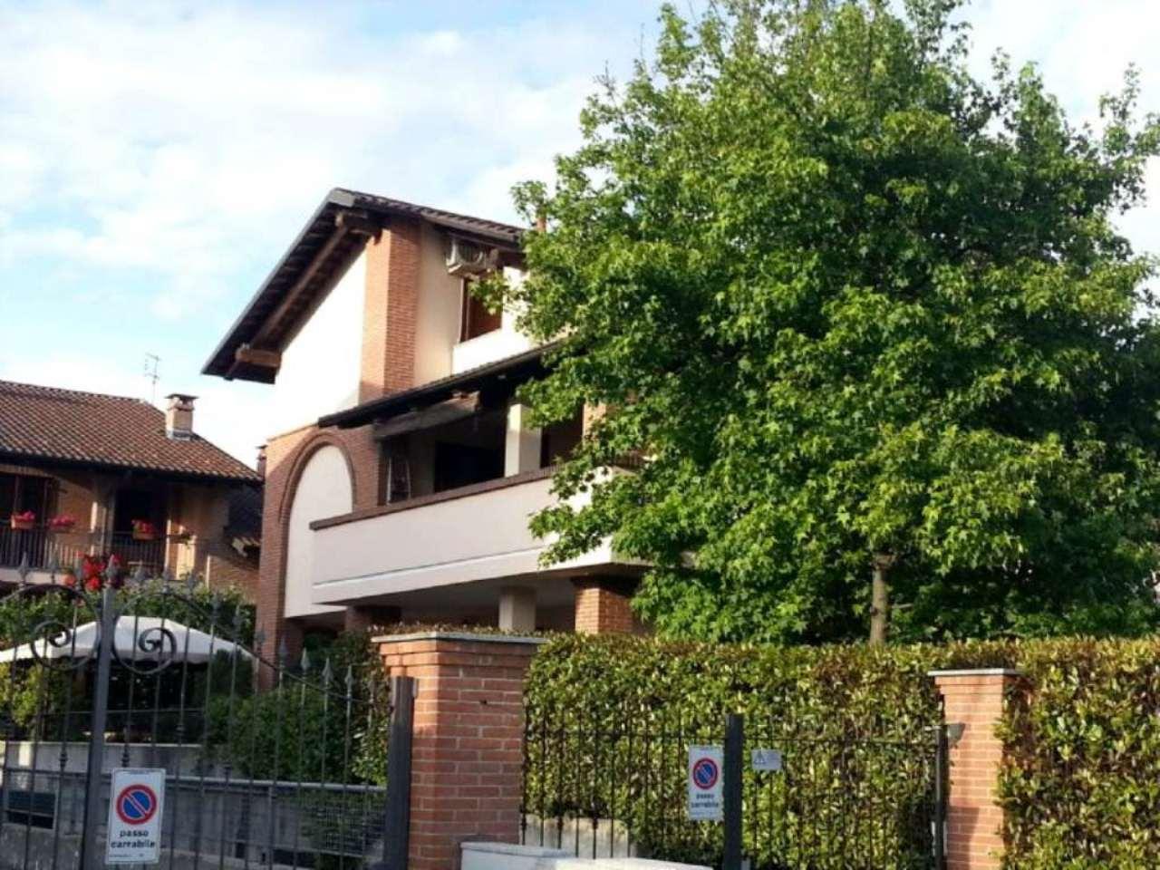 Bilocale Cambiano Via Einaudi 12