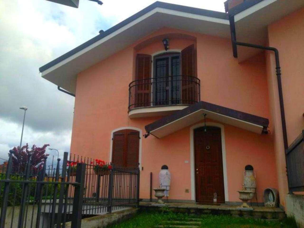 Villa in vendita a Lombriasco, 7 locali, prezzo € 220.000 | CambioCasa.it