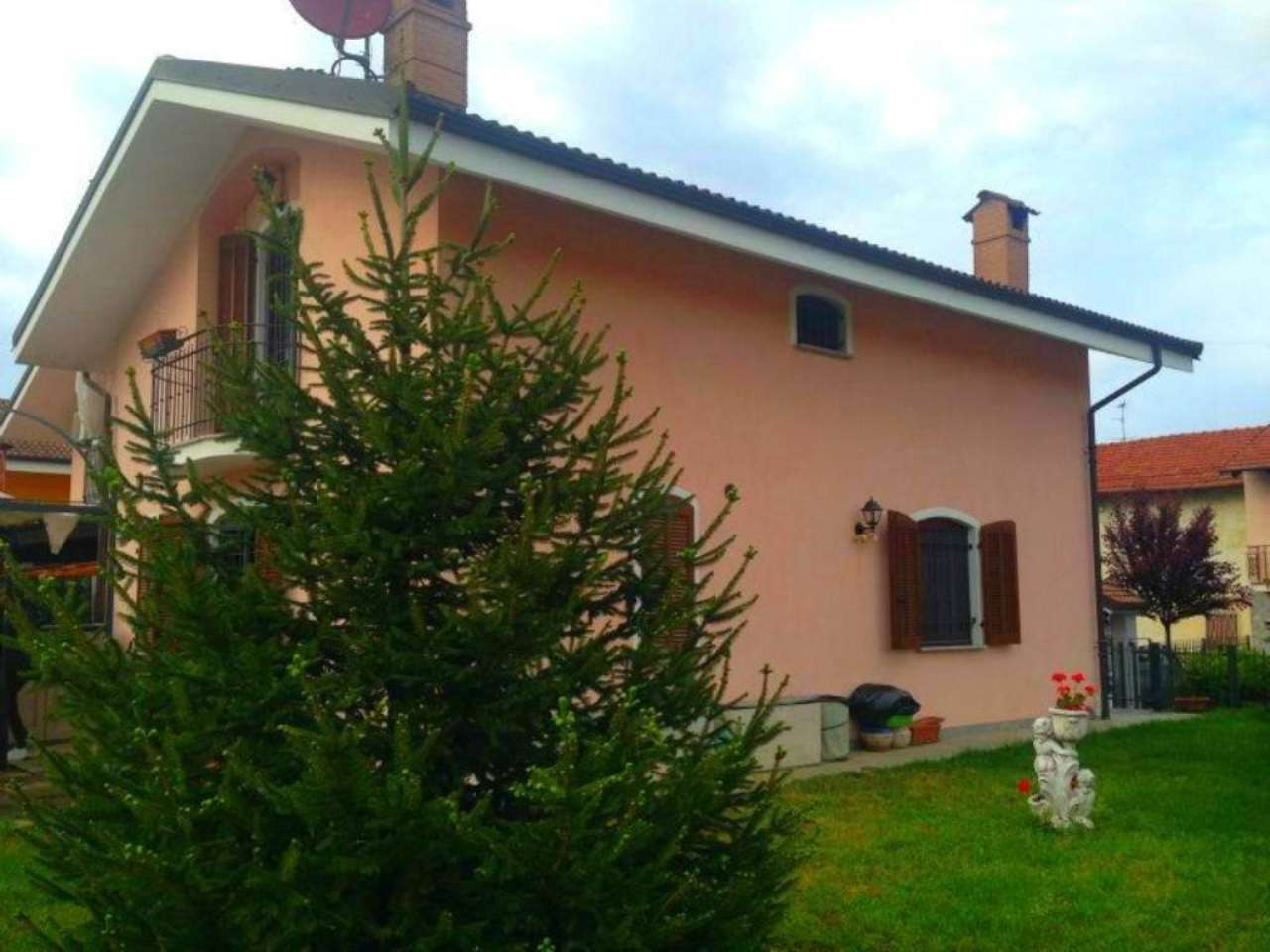 Villa in vendita a Lombriasco, 7 locali, prezzo € 240.000 | Cambio Casa.it