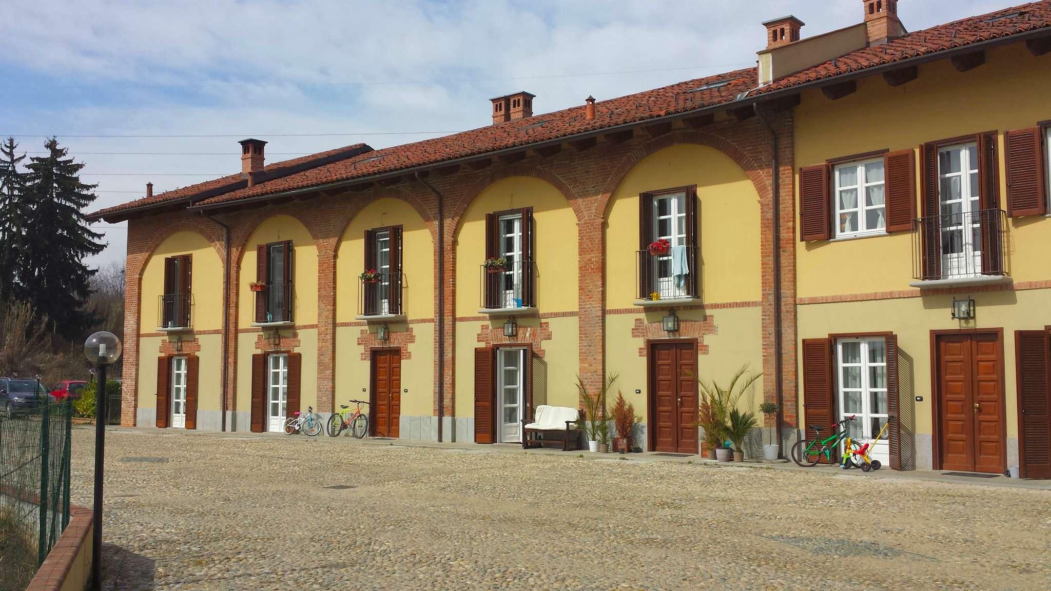 Villa in vendita a Trofarello, 7 locali, prezzo € 290.000 | Cambio Casa.it