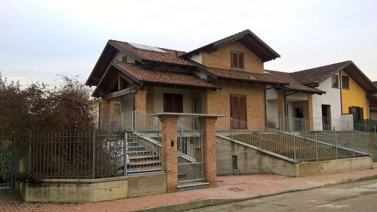 Villa in vendita a Poirino, 6 locali, prezzo € 269.000 | CambioCasa.it
