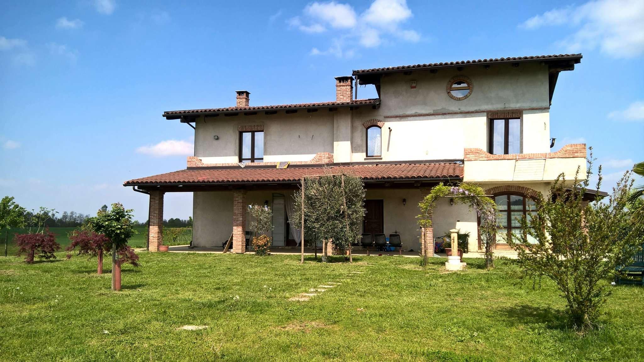 Villa in vendita a Pralormo, 8 locali, prezzo € 270.000 | CambioCasa.it