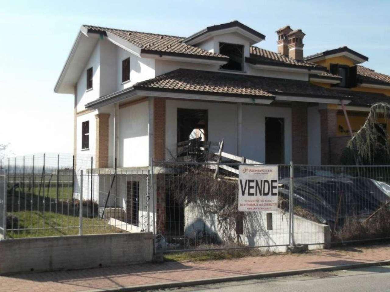Villa in vendita a Poirino, 8 locali, prezzo € 195.000 | Cambio Casa.it
