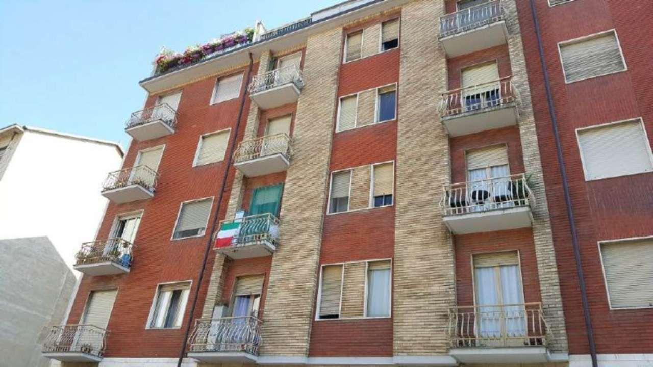 Bilocale Torino Via Crevacuore 1